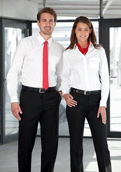 Servicebekleidung mit Hemden und Blusen