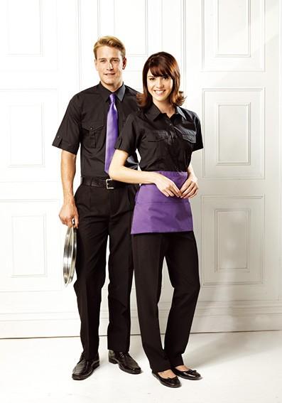 Krawatte-und-Schürze-farblich-passend