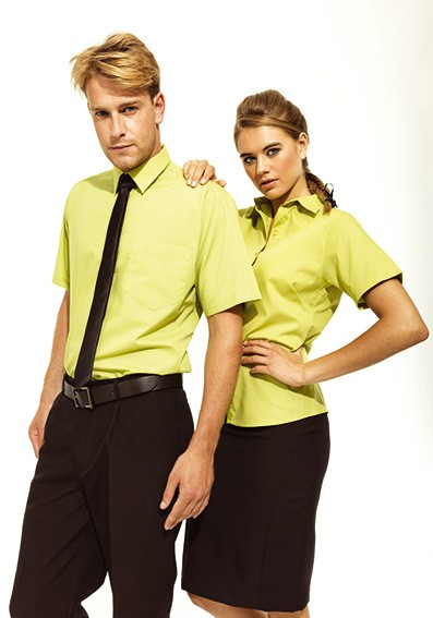 Blusen und Hemden für Personal