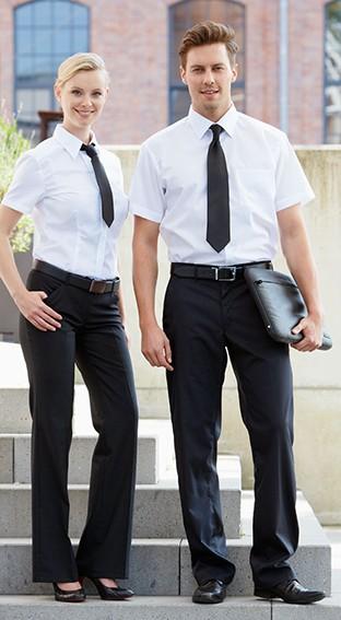 Krawatte, Hemd, Hose - Service-Teambekleidung