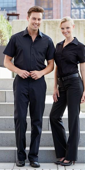 bestickte Hemden und Blusen für Serviceteam