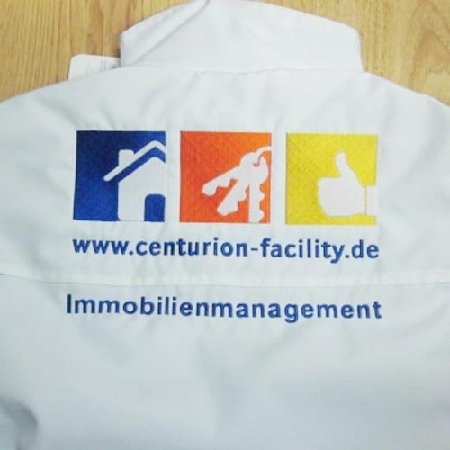 Jacke Rückenansicht: großflächiges gesticktes Logo